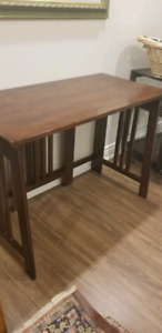 Folding gate leg table
