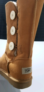 Ugg Classic Bailey Sheepskin Triplet suede boots brand new  8 US