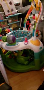 Babies activity seat
