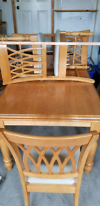 SALE DINING TABLE WITH 6 CHAIRS FOR SALE.