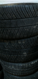 295 40 20 2 winter tyres of Michelin 5 to 6mm thread