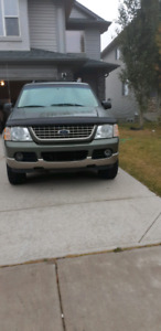 2003 ford explorer (great condition)