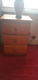 Chest of drawers £10
