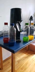 Sodastream avec 1 cartouche pleine et 4 bouteilles