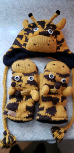 Giraffe winter hat and gloves. Very cute