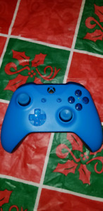 Manette bleu Xbox one / pc avec Windows 10 = 50 $