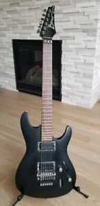 2007 Ibanez S320 electric guitar in excellent condition