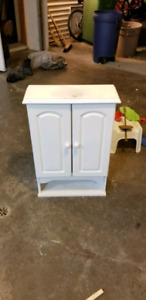 Used bathroom caninet