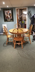 dining room table/ 4 matching chairs