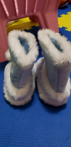 Frozen boots size 7 to 8(for indoor)