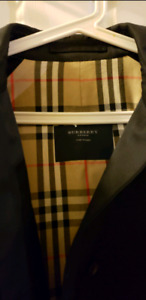 Burberry in really good condition.just wore 4 times last winter