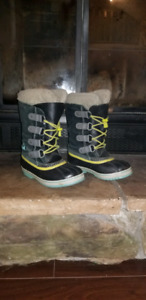 Girls size 2 Sorel winter boots