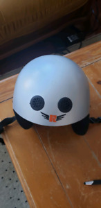 Ski / snowboard helmet kids size small, 3-6 years old