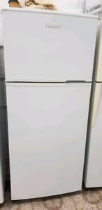 Kelvinator Fridge/Freezer. 420 Litres