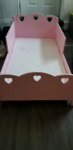 Toddler bed and side table $50 !