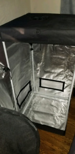 Grow tent with accessories