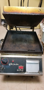 Commercial Grooved Pro-Max Two-Sided Grill w/ Electronic Timer