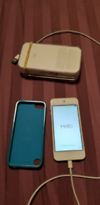 Ipod touch 5th Gen (32GB - w/ blue Belkin case & charging cable)