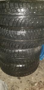 4 pneu d'hiver 205/55r16 1 hiver d'usure