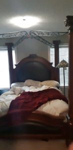 Queen size 4 post solid wood bed