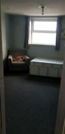 Studio flat in st george Dss welcomed