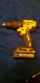DEWALT 18V BRUSHLESS COMBI DRILL + 18V 1.3AH BATTERY