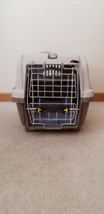 CAT CRATE 10.5W 17.5L 11H. GREAT CONDITION.COMFORTER INCL.10.00
