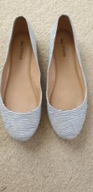 Women's flat shoes.