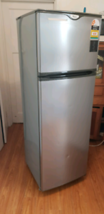 269L whirlpool fridge and freezer $$$ free Delivery $$$$