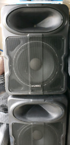 PAIR OF CREST LQ15P LOUD SPEAKER  2,000 watts peak