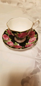Royal Albert  very rare  black Old English Rose tea cup