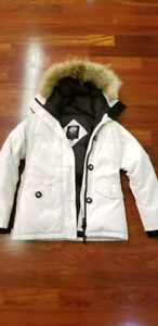 Canada Goose womens parka style 2530L