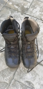 SIZE 7 MENS KEEN BOOTS