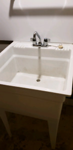 Laundry tub with taps drain and braided hoses