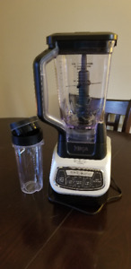 Ninja Blender with 72oz pitcher + a single serve blender cup