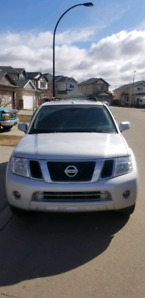 2011  Nissan pathfinder fully loaded