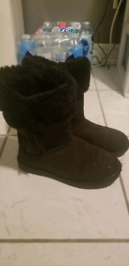 Youth size 5 boots