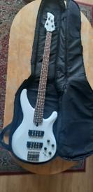 Yamaha TRBX 304 White 4 string Bass + Softcase