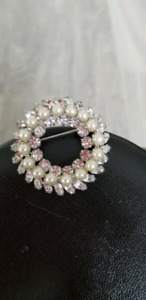 Vintage Clear Crystals  And Pearls Brooch
