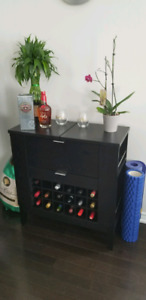Crate and barrel parker ebony spirts bar. Perfect condition