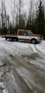 87 Ford 10.5ft Deck truck 133888 km