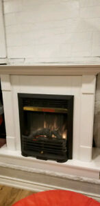 White Electric Fireplace in Excellent Condition