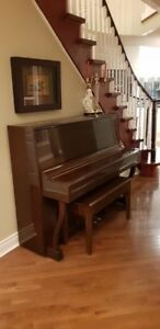 Strauss Stand up Piano