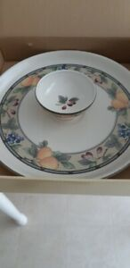 Mikasa Garden Harvst Veggie/Chip and Dip Dish Set (New)