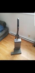 Aspirateur elextrolux commercial pour le tapis bonne état