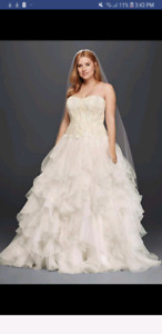 OLEG CASSINI WEDDING DRESS NEVER WORN