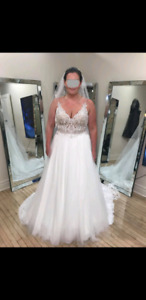 Ivory / Champagne Wedding Dress and Veil!