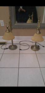 Set of 2 table lamps.