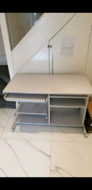 Computer desk / table - very good condition