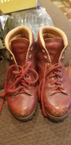 Vintage VASQUE Italy Size 10/11~7525 Womans Hiking Boots.